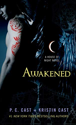 9781250046925: Awakened: A House of Night Novel (House of Night Novels)