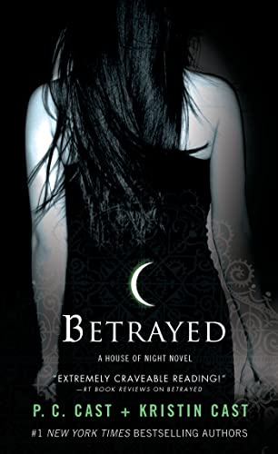 9781250046932: Betrayed (House of Night)
