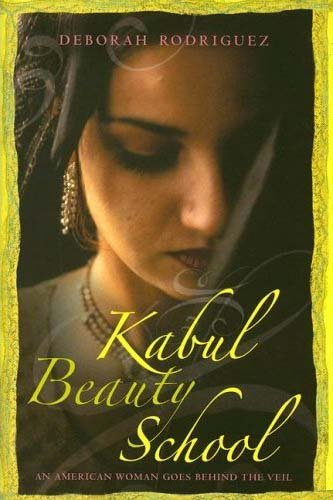 9781400065592: Kabul Beauty School: An American Woman Goes Behind the Veil