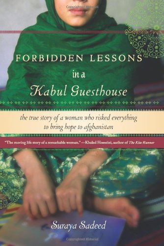 9781401341312: Forbidden Lessons in a Kabul Guesthouse: The True Story of a Woman Who Risked Everything to Bring Hope to Afghanistan (Voice)