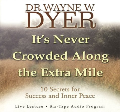 9781401901714: It's Never Crowded Along the Extra Mile (10 Secrets for Success and Inner Peace)