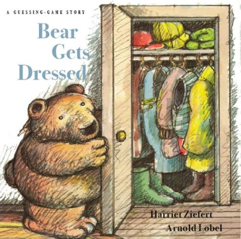 9781402717055: Bear Gets Dressed: A Guessing Game Story