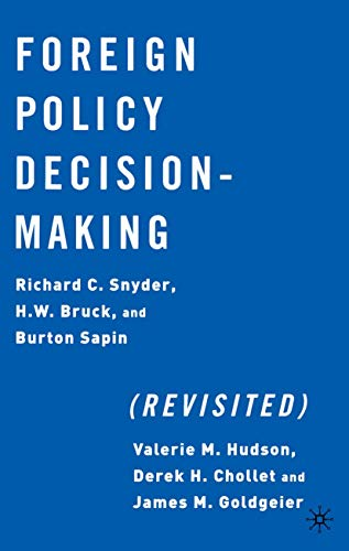 9781403960757: Foreign Policy Decision Making (Revisited)