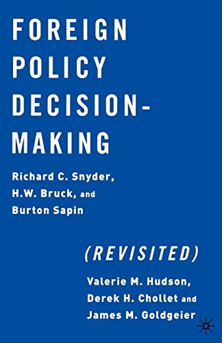 9781403960764: Foreign Policy Decision Making (Revisited)