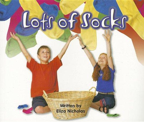 9781404514003: Lots Of Socks (GEAR UP)