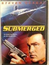 9781404982055: Submerged