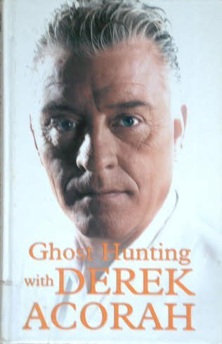 9781405636032: Ghost Hunting with Derek Acorah (Large Print)