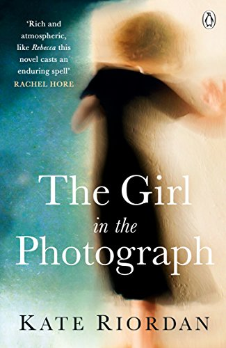 9781405917421: The Girl in the Photograph