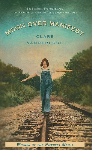 9781410437808: Moon Over Manifest (Thorndike Press Large Print Literacy Bridge Series)