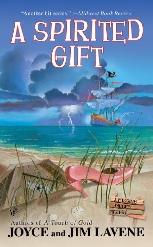 A Spirited Gift (A Missing Pieces Mystery): Lavene, Joyce, Lavene,