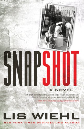 9781410466556: Snapshot (Thorndike Press Large Print Christian Fiction)