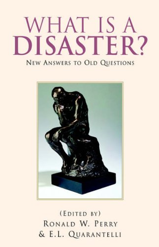 9781413479867: What Is A Disaster?