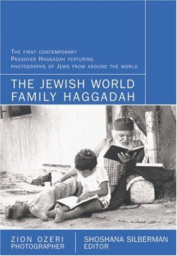 9781416504382: The Jewish World Family Haggadah: With Photographs By Zion Ozeri
