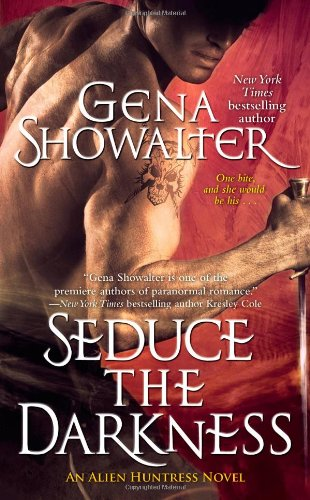 Seduce the Darkness (Alien Huntress, Book 4): Showalter, Gena