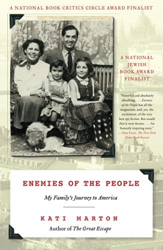 9781416586135: Enemies of the People: My Family's Journey to America
