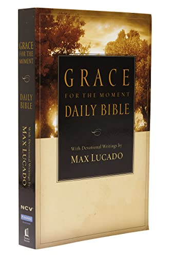 9781418543068: NCV, Grace for the Moment Daily Bible, Paperback