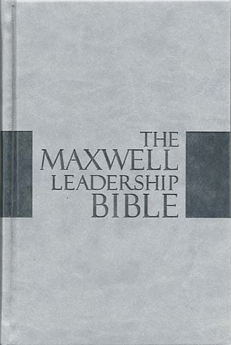 9781418546762: The Maxwell Leadership Bible: New King James Version, Dove Gray Leathersoft, Study (Signature Series)
