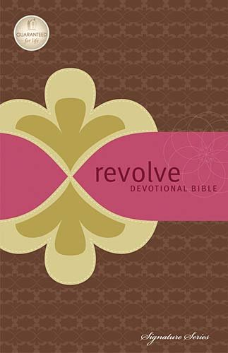 9781418547080: Revolve Devotional Bible, NCV: The Complete Bible for Teen Girls