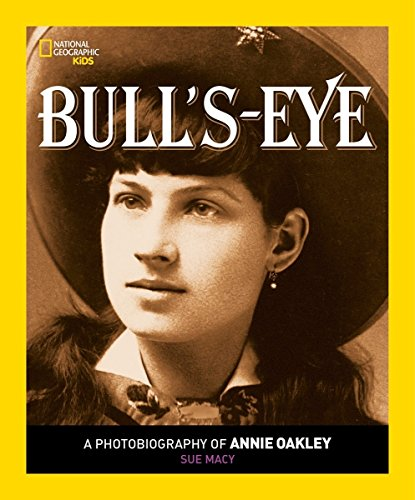 Bull's Eye: A Photobiography of Annie Oakley (Photobiographies): Macy, Sue