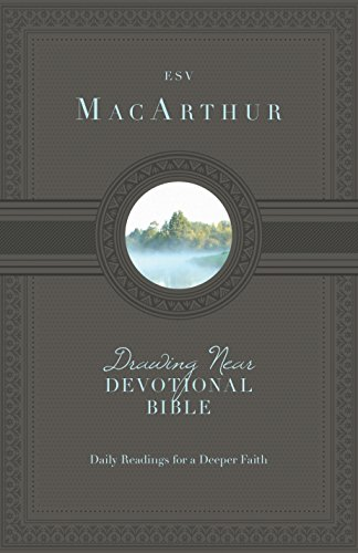 9781433540509: MacArthur Drawing Near Devotional Bible-ESV