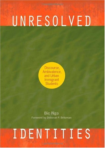 9781438430577: Unresolved Identities: Discourse, Ambivalence, and Urban Immigrant Students (Suny Series, Second Thoughts: New Theoretical Formations)