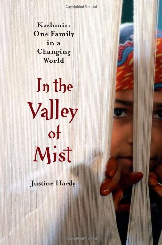 9781439102893: In the Valley of Mist: Kashmir : One Family in a Changing World