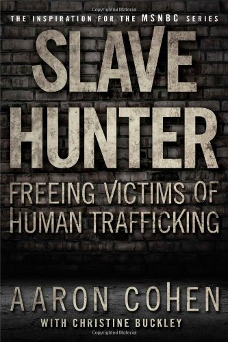9781439177587: Slave Hunter: Freeing Victims of Human Trafficking
