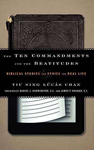 9781442215535: The Ten Commandments and the Beatitudes: Biblical Studies and Ethics for Real Life