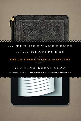 9781442215542: The Ten Commandments and the Beatitudes: Biblical Studies and Ethics for Real Life