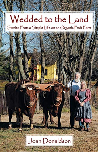 9781449785505: Wedded to the Land: Stories From a Simple Life on an Organic Fruit Farm