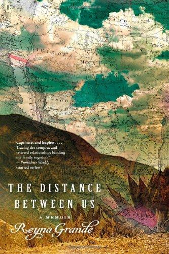 9781451661774: The Distance Between Us: A Memoir