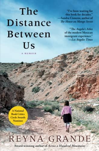 9781451661781: The Distance Between Us: A Memoir