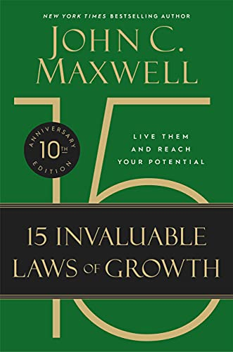 9781455522859: The 15 Invaluable Laws of Growth: Live Them and Reach Your Potential