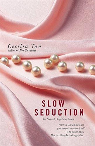 9781455529254: Slow Seduction (Struck by Lightning)