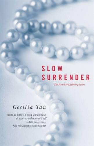 9781455529278: Slow Surrender (Struck by Lightning)