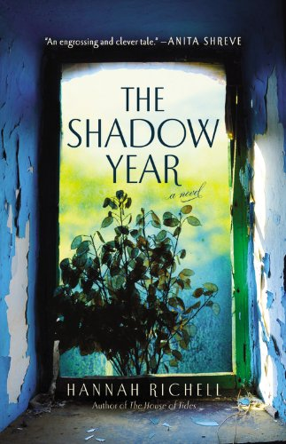 9781455554331: The Shadow Year