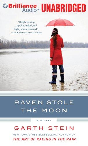 9781455800322: Raven Stole the Moon