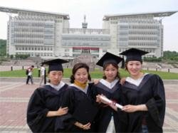 9781463104832: Inside the Campus: Life at a Chinese University - Educational Version with Public Performance Rights