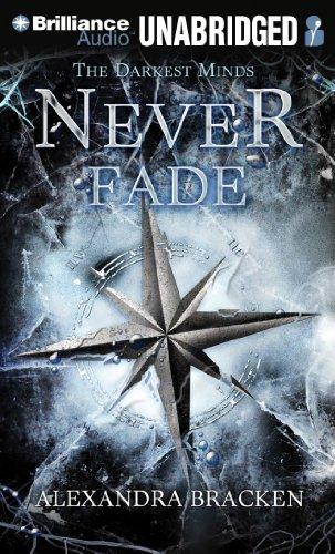 9781469291574: Never Fade (Darkest Minds)