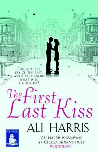 9781471236396: The First Last Kiss (Large Print Edition)
