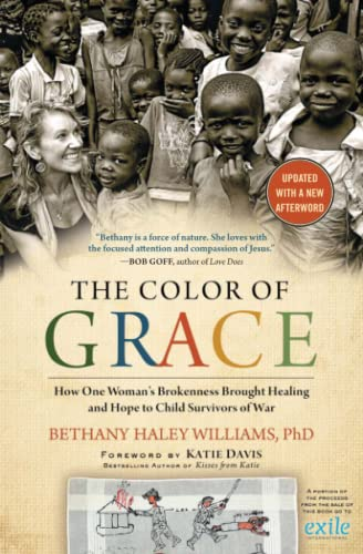 9781476773834: The Color of Grace: How One Woman's Brokenness Brought Healing and Hope to Child Survivors of War
