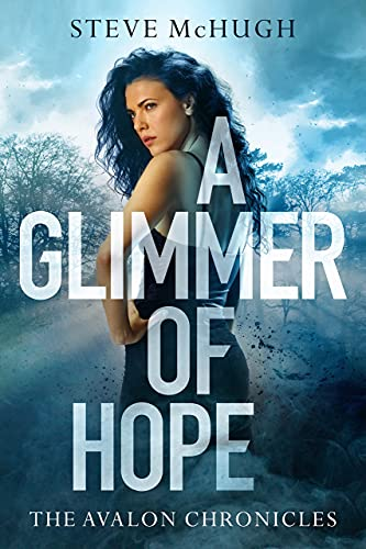 9781477817964: A Glimmer of Hope (The Avalon Chronicles)