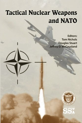 9781479181957: Tactical Nuclear Weapons and NATO