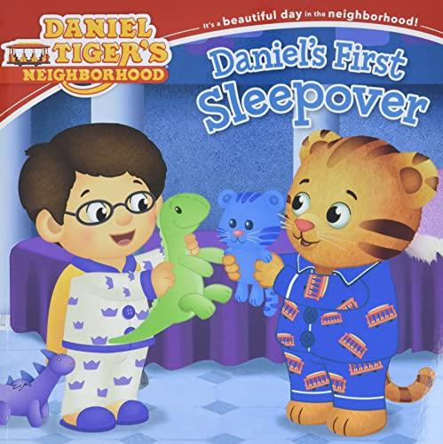9781481428934: Daniel's First Sleepover