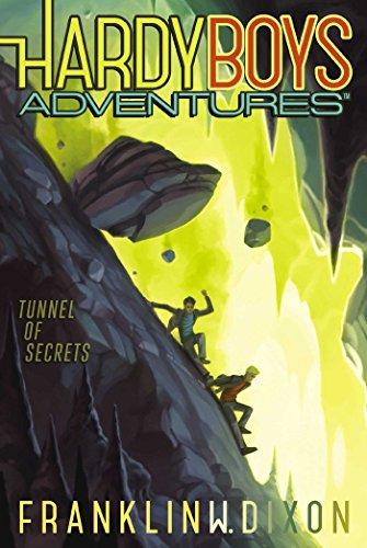9781481438742: Tunnel of Secrets (Hardy Boys Adventures)