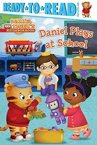 9781481461023: Daniel Plays at School (Daniel Tiger's Neighborhood)