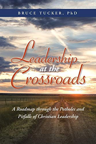 9781490805313: Leadership at the Crossroads: A Roadmap Through the Potholes and Pitfalls of Christian Leadership
