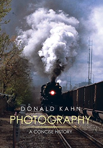 9781499045116: Photography: A Concise History