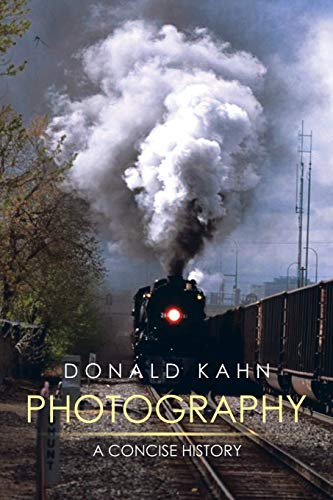 9781499045123: Photography: A Concise History