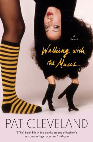9781501108235: Walking with the Muses: A Memoir